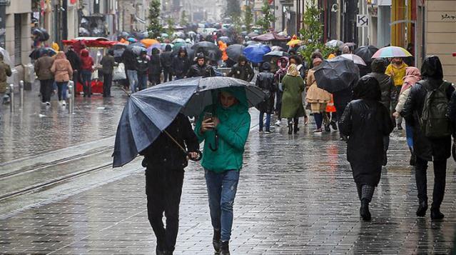 AKOM uyardı: Bu akşamdan itibaren İstanbulluları hem fırtına hem sağanak yağış bekliyor