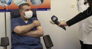 Aşı yaptıran Bakan Koca için hazırlanan Çince dublaj videosu sosyal medyada paylaşım rekoru kırıyor