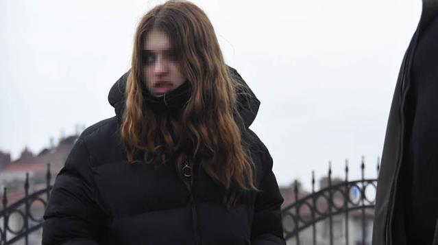 Cezaevindeki sevgilisini göremeyince tramvay hattına giren genç kız, ortalığı birbirine kattı