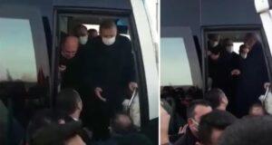 Cumhurbaşkanı Erdoğan'ın bindiği otobüsün önüne geçen vatandaşlar, Sıddık Erikli isimli kişiyi şikayet etti