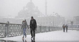 İstanbul'da kar yağışının cuma gecesi saat 03.00-04.00 sularında başlaması bekleniyor