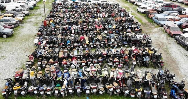 Muğla'da bulunan yediemin otoparklarında binlerce otomobil, motosiklet ve tekne çürümeye terk edildi