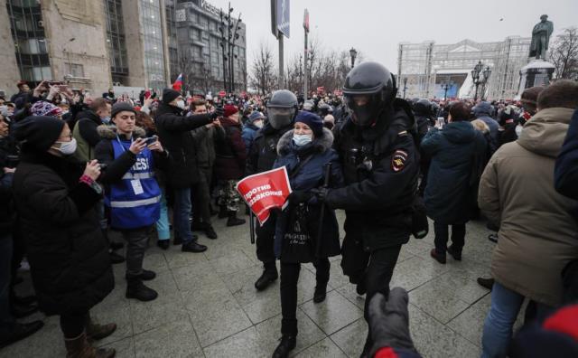 Rusya genelinde binlerce muhalif Navalny için sokaklarda