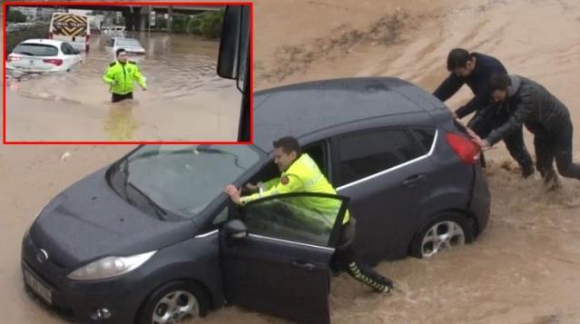 Beline kadar suya girip vatandaşın yardımına koştu! Duyarlı polis memuru ödürlendirildi