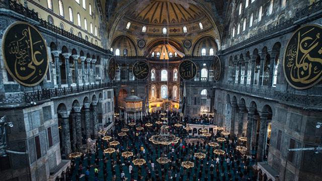 Ayasofya Camii yeni çehresiyle hayran bıraktı