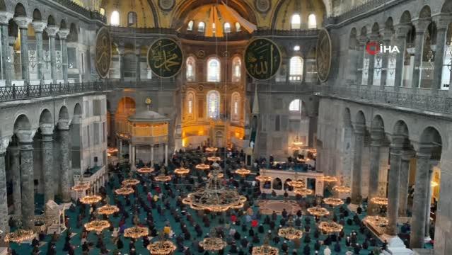 Cumhurbaşkanı Erdoğan'ın Taçlı yıldızımız dediği Ayasofya Camii yeni çehresiyle hayran bıraktı