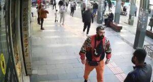 Sokak ortasında eşinin yanında tacize uğrayan kadın: Bir el kalçamı sıktı