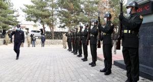 Bakan Akar, Pençe-Şimşek ve Pençe-Yıldırım operasyonları için Hakkari'ye harekat merkezine gitti