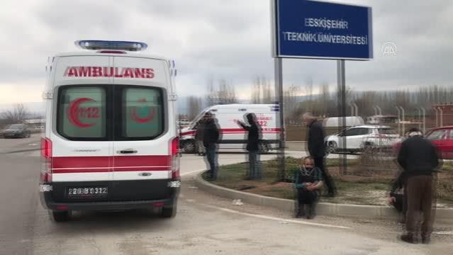 ESKİŞEHİR - Minibüs ile kamyonet çarpıştı: 7 yaralı