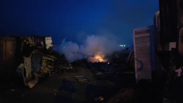 Zeytinburnu'nda karaya oturan gemide çalışma sırasında yangın çıktı