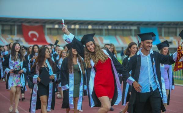 Akdeniz Üniversitesi'nde mezuniyet heyecanı