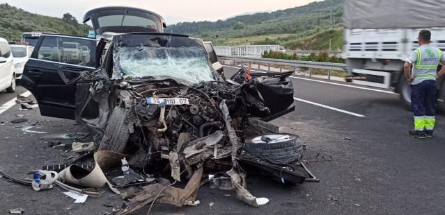Bursa'da tıra arkadan çarpan cipteki 1 kişi öldü, 1 kişi yaralandı