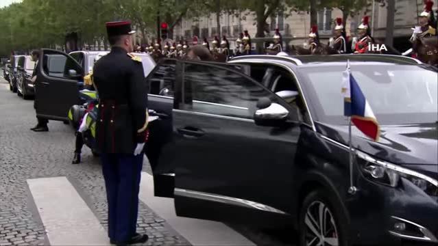 Fransa'da Covid-19 gölgesinde Ulusal Bayram kutlamaları