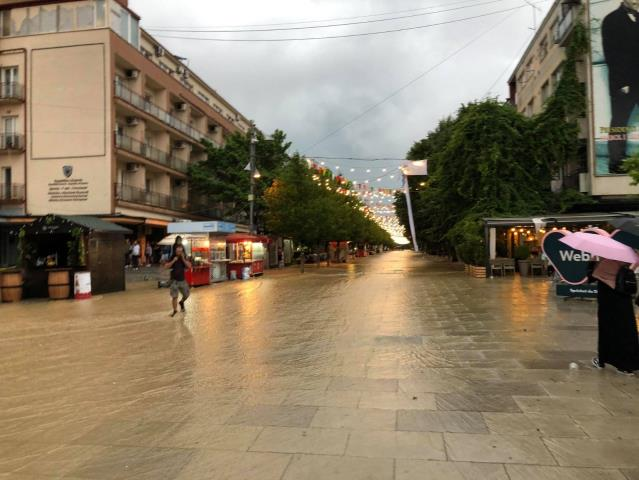 Kosova'da cadde ve sokaklar göle döndü