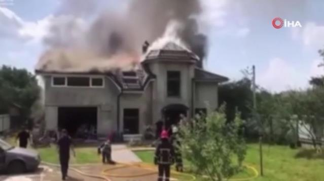 Son dakika haber... Ukrayna'da küçük uçak evin çatısına düştü: 4 ölü