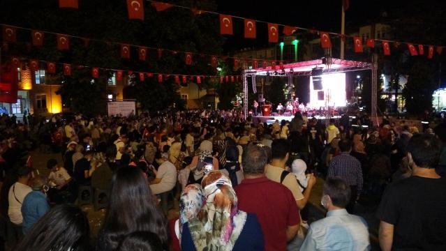 Tokat'ta, vatandaşlar meydanları doldurdu