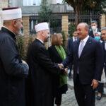 disisleri-bakani-cavusoglu-sirbistan-da-bayrakli-camii-ni-ziyaret-etti