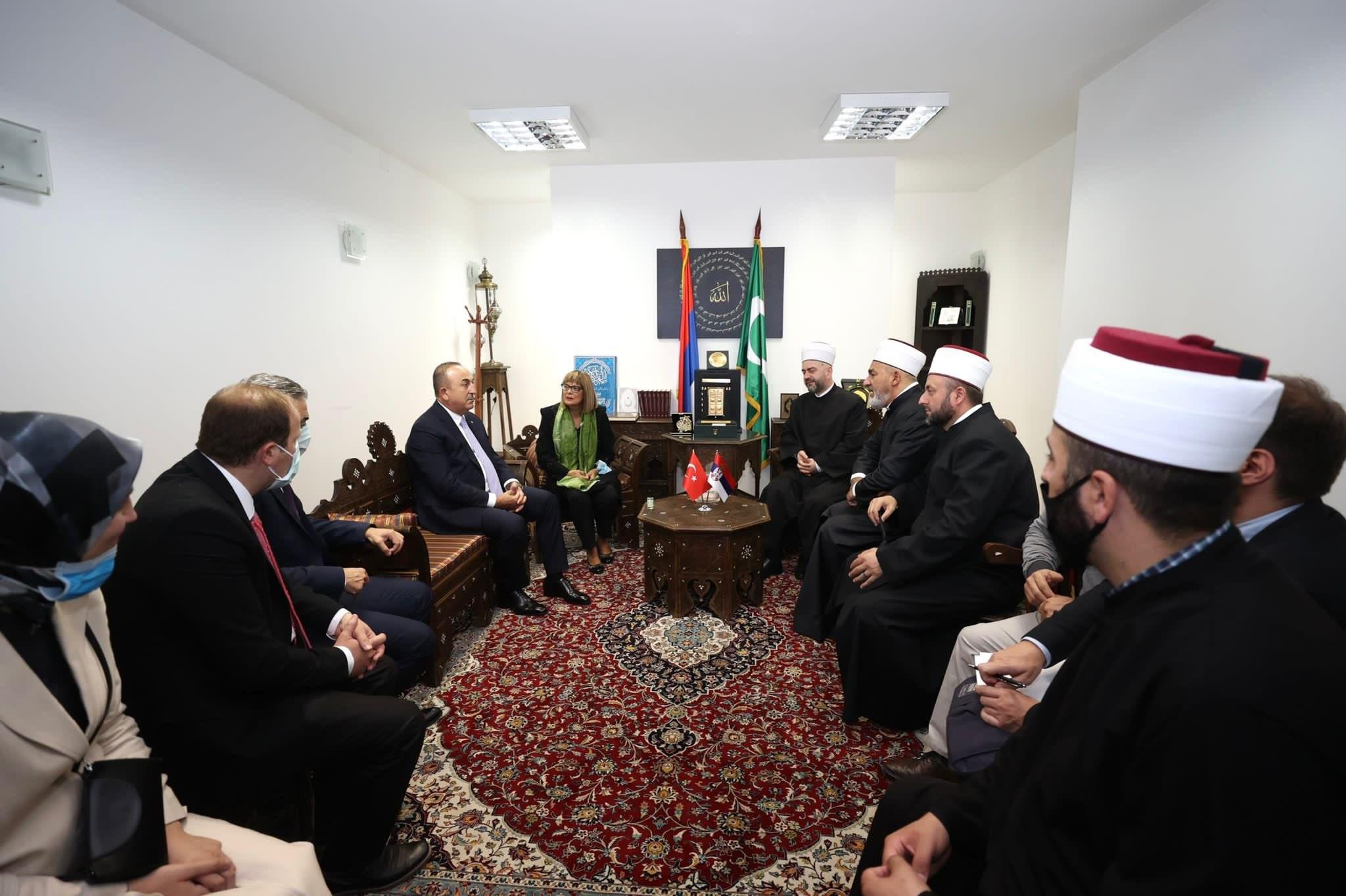 Dışişleri Bakanı Çavuşoğlu, Sırbistan'da Bayraklı Camii'ni ziyaret etti