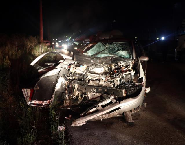 Kocaeli'de otomobil park halindeki tankere çarptı: 3 yaralı
